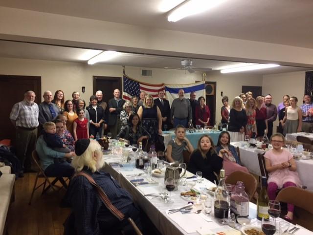 Seder Crowd April 2017
