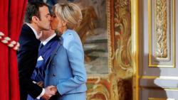 Macron Kiss