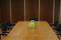 Empty_meeting_room