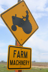 Farm_machinery_sign