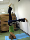 Head_stand_woman