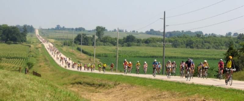 Ragbrai_bikes_road_3